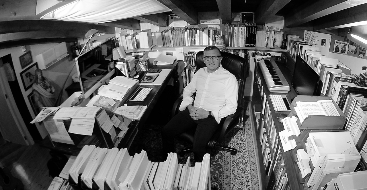 Italo Martinelli nel suo studio